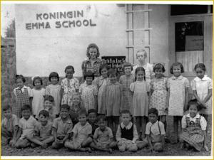 Koningin Emma School Surabaya. Sumber Foto: Tropen Museum Amsterdam